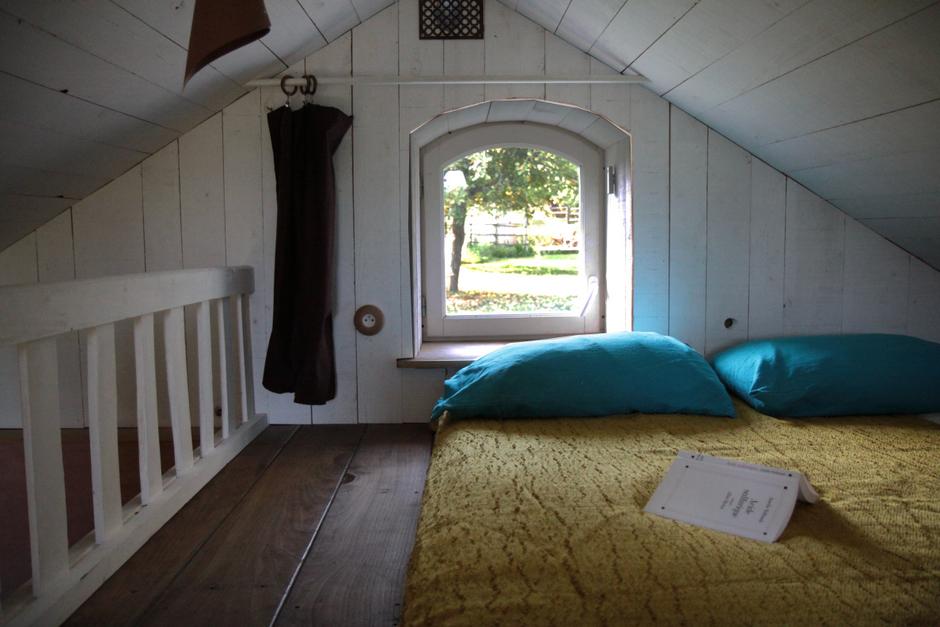 sous les pommiers ecolodge la belle verte. Black Bedroom Furniture Sets. Home Design Ideas